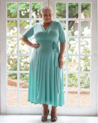 ▪︎Window Shopping▪︎ You can never get tired of the blue sky, a blue ocean or a blue dress. Aqua Wrap Dress • Available in Size 18, 20, 22, 24. Shop Online 》www.bodypositive.co.za